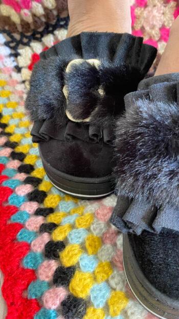zapatilla boho chic furry negro